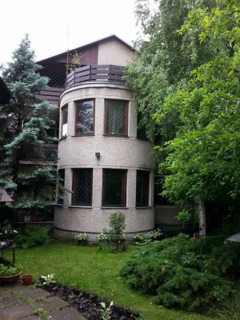 Продається будинок з ліфтом і окремостоячим гаражемз надбудовою.Львів