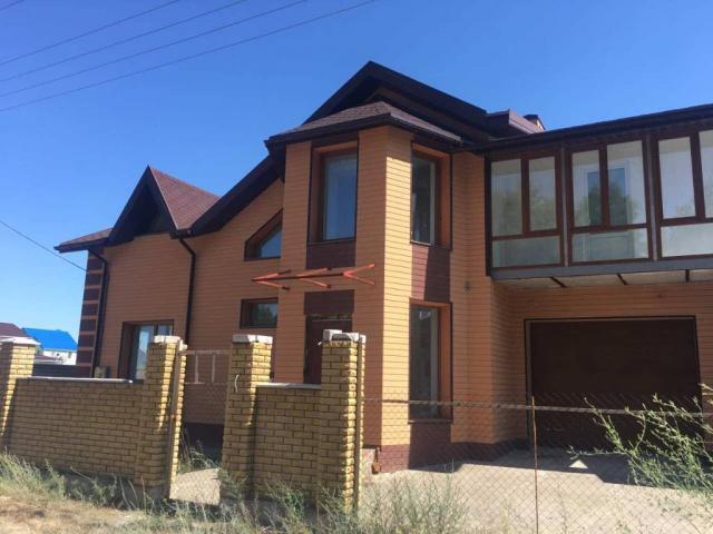 Продам двухэтажный дом в Новой Каховке