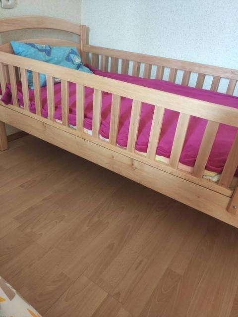 Дитячий-підлітковий ліжко-ліжечко Карина з дерева