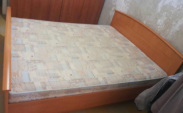 Продам 2-х спальную кровать с матрасом